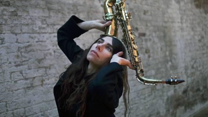 PJ Harvey sorprendiendo de nuevo: grabará su nuevo álbum en publico